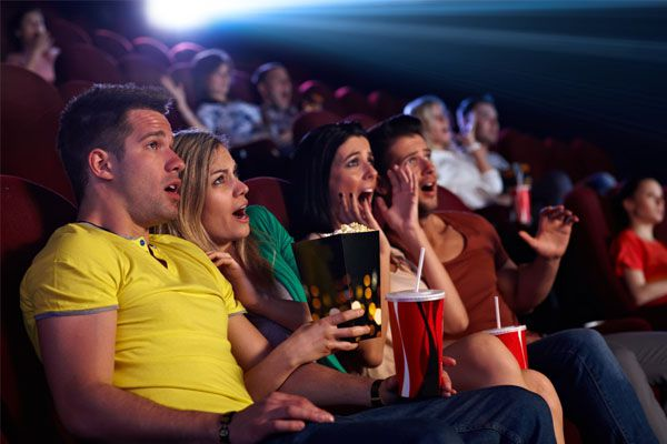 Đây là phản ứng của 12 cung hoàng đạo khi xem phim kinh dị (4)
