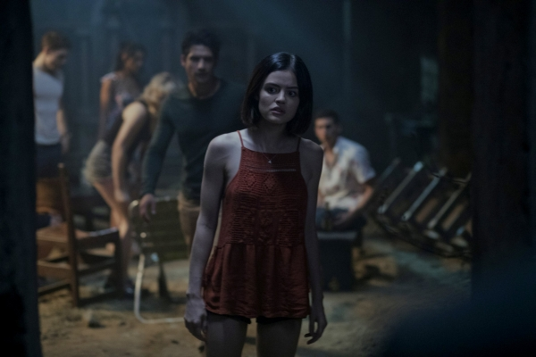 """Truth or Dare tung trailer hé lộ những cảnh quay vô cùng """"gắt"""" (6)"""